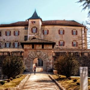 Trentino, Passato e Futurismo Castel Thun   hlavn   br  na 300x300  Chi Siamo Castel Thun   hlavn C3 AD br C3 A1na 300x300